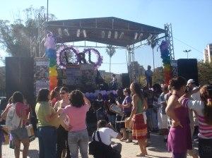 Em Porto Alegre, lésbicas se reúnem em frente ao palco antes da Marcha